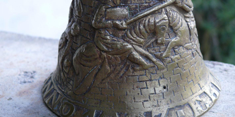 Quand les contrefacteurs de cloches Hemony se trompent d'un siècle