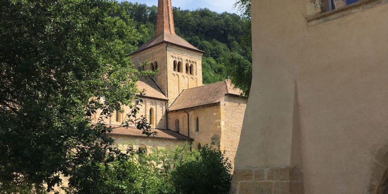 Romainmôtier, l'un des plus beaux villages de Suisse – Reportage France3